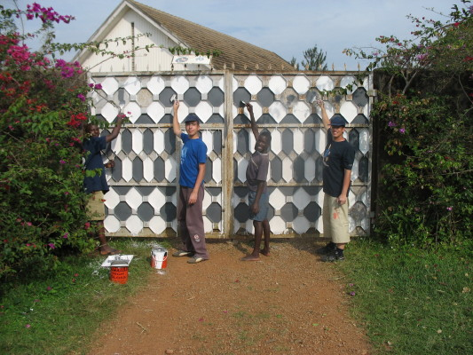 Volunteers and EWCV Staff Painting the Soweto Gate