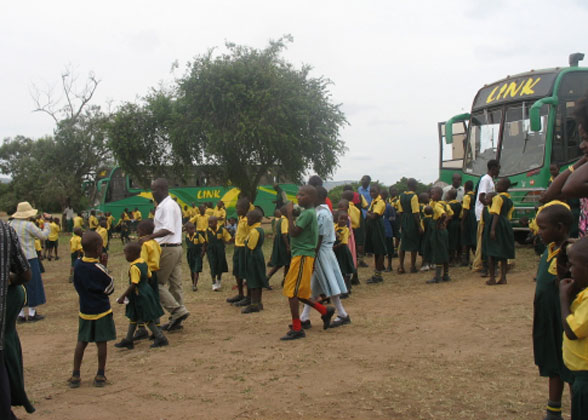 EWCV Children Arriving at the Park
