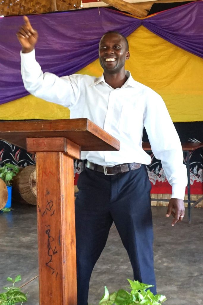 33  Pastor  Allan  Preaching DS C05927 C